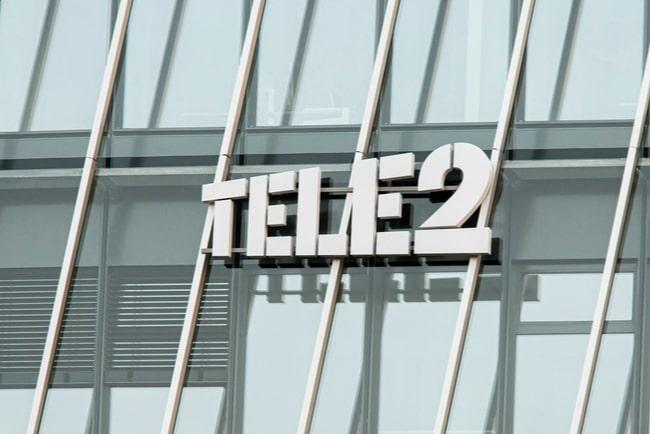 Tele2:s logga på glasfasad