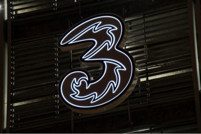 Tres logga på en svart fasad