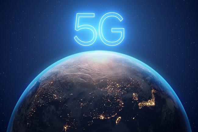 Texten 5G över en 3D-bild av jordklotet.